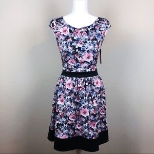 NWT Floral Cap Sleeve Scuba Dress S